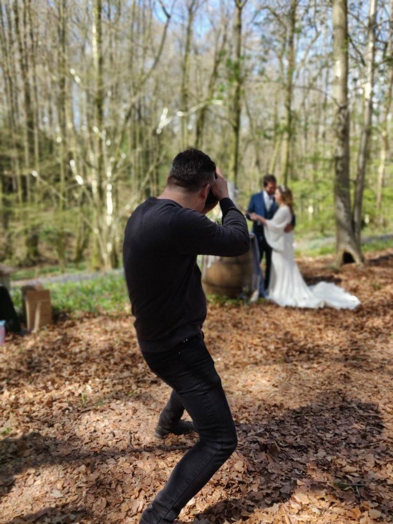 Photgrapher Jason Leaman in photgraphing couple cutting cake